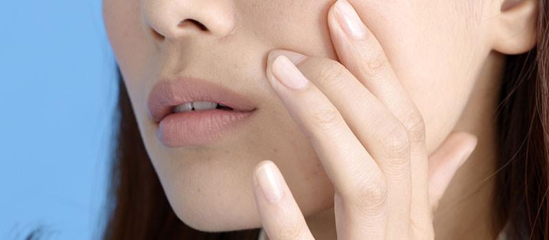 乾燥やシミ…鏡の前でついため息したくなるお肌の悩み