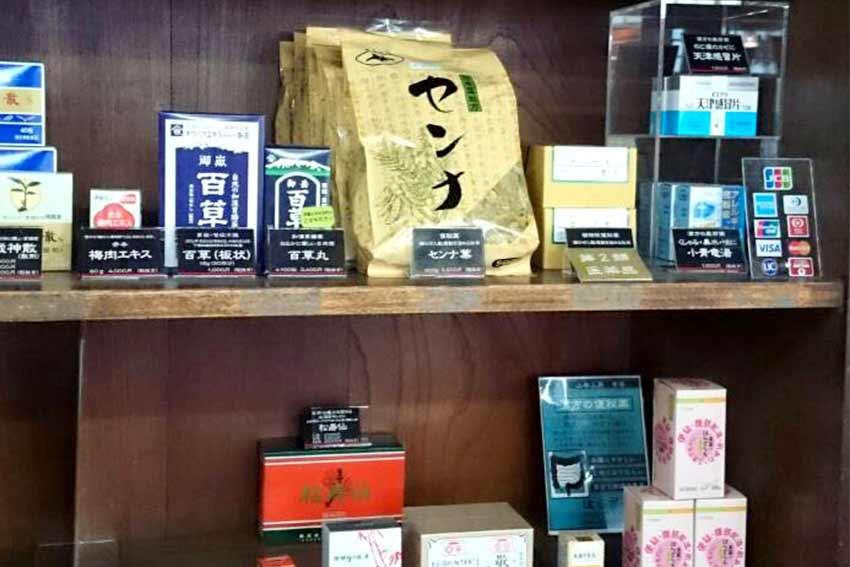 本草閣薬局 鶴舞本店 一般用医薬品の陳列の状況を示す写真